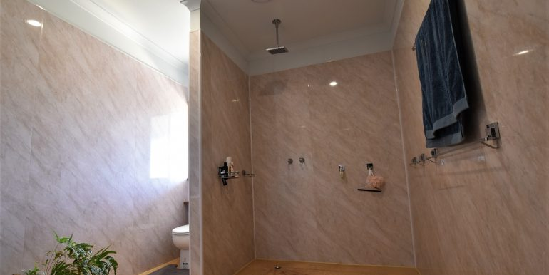 53 Cobb & Co Bathroom (1)