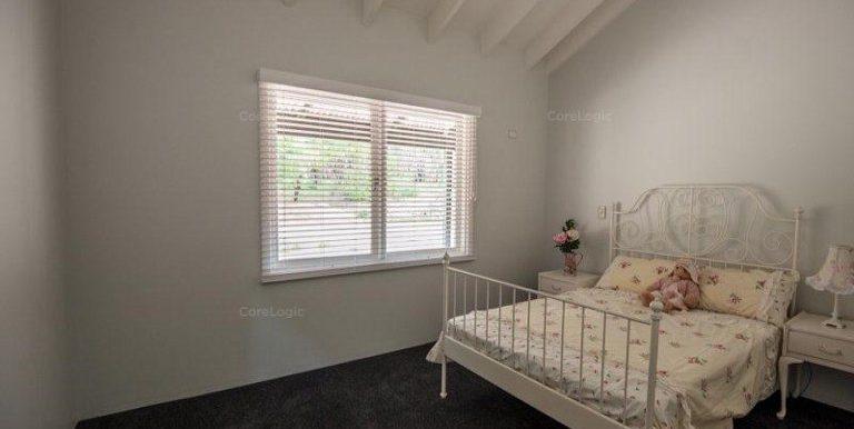 91 Rose Street bed 2