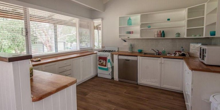 91 Rose Street kitchen