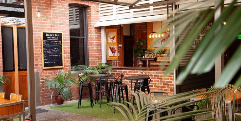 Dukes Inn Garden Bar-364