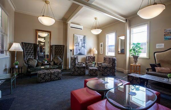 Dukes Inn Lounge -101