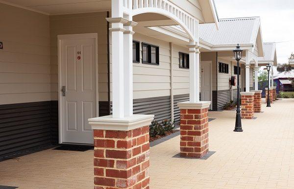 Dukes Inn Quarters Exterior -189
