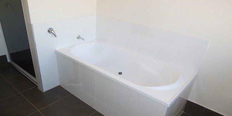30 Koolama St Wyndham bathroom2